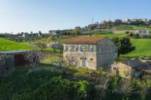 L'Agenzia Immobiliare Puzielliproponecasa di campagna con vista mare e terreno a Capodarco (7)