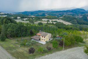 L'Agenzia Immobiliare Puzielli propone casa di campagna vista panoramica (1)