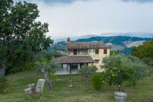 L'Agenzia Immobiliare Puzielli propone casa di campagna vista panoramica (10)