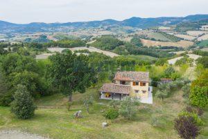 L'Agenzia Immobiliare Puzielli propone casa di campagna vista panoramica (13)