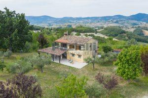 L'Agenzia Immobiliare Puzielli propone casa di campagna vista panoramica (14)