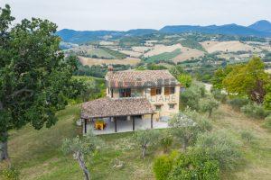 L'Agenzia Immobiliare Puzielli propone casa di campagna vista panoramica (15)