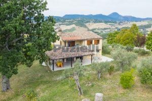 L'Agenzia Immobiliare Puzielli propone casa di campagna vista panoramica (16)