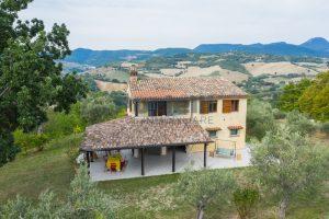 L'Agenzia Immobiliare Puzielli propone casa di campagna vista panoramica (18)