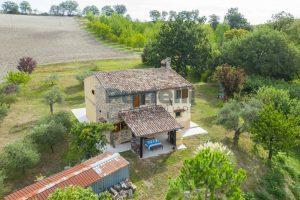 L'Agenzia Immobiliare Puzielli propone casa di campagna vista panoramica (26)