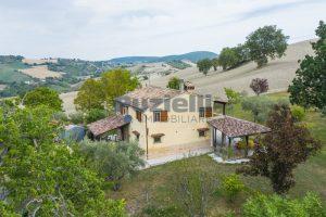 L'Agenzia Immobiliare Puzielli propone casa di campagna vista panoramica (27)