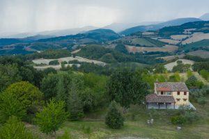 L'Agenzia Immobiliare Puzielli propone casa di campagna vista panoramica
