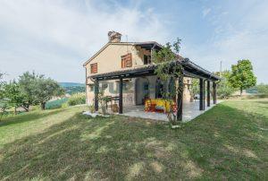 L'Agenzia Immobiliare Puzielli propone casa di campagna vista panoramica (35)