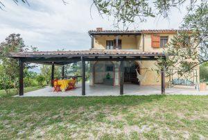 L'Agenzia Immobiliare Puzielli propone casa di campagna vista panoramica (36)