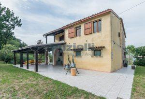 L'Agenzia Immobiliare Puzielli propone casa di campagna vista panoramica (39)