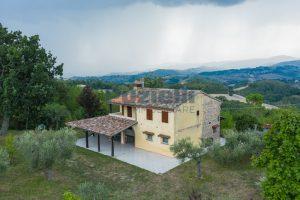 L'Agenzia Immobiliare Puzielli propone casa di campagna vista panoramica (4)