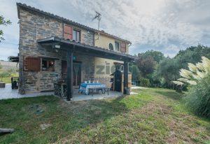 L'Agenzia Immobiliare Puzielli propone casa di campagna vista panoramica (44)