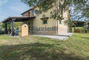 L'Agenzia Immobiliare Puzielli propone casa di campagna vista panoramica (45)