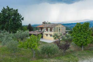 L'Agenzia Immobiliare Puzielli propone casa di campagna vista panoramica (5)