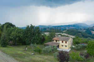 L'Agenzia Immobiliare Puzielli propone casa di campagna vista panoramica (8)