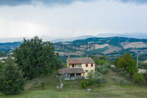 L'Agenzia Immobiliare Puzielli propone casa di campagna vista panoramica (9)