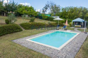 L'Agenzia Immobiliare Puziellipropone casale ad uso bed and breakfast con piscina (11)