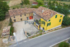 L'Agenzia Immobiliare Puziellipropone casale ad uso bed and breakfast con piscina (2)