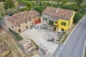 L'Agenzia Immobiliare Puziellipropone casale ad uso bed and breakfast con piscina (3)