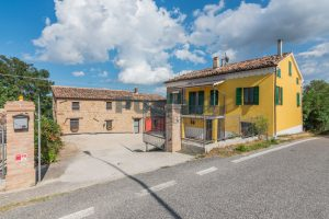L'Agenzia Immobiliare Puziellipropone casale ad uso bed and breakfast con piscina (35)