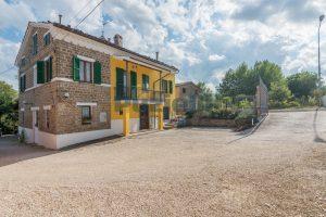 L'Agenzia Immobiliare Puziellipropone casale ad uso bed and breakfast con piscina (36)
