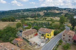 L'Agenzia Immobiliare Puziellipropone casale ad uso bed and breakfast con piscina (4)