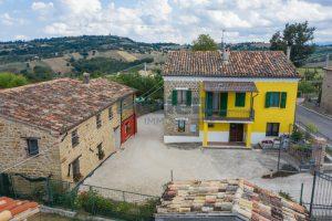 L'Agenzia Immobiliare Puziellipropone casale ad uso bed and breakfast con piscina (5)
