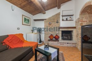 L'Agenzia Immobiliare Puziellipropone casale ad uso bed and breakfast con piscina (54)
