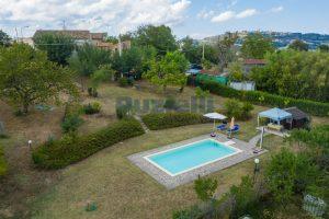 L'Agenzia Immobiliare Puziellipropone casale ad uso bed and breakfast con piscina (9)