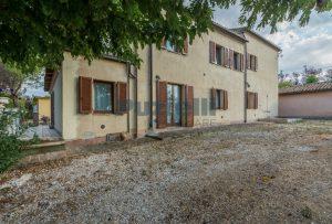 L'Agenzia Immobiliare Puziellipropone casale ristrutturato in vendita a Camporoton (33)