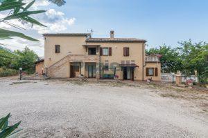 L'Agenzia Immobiliare Puziellipropone casale ristrutturato in vendita a Camporoton (39)