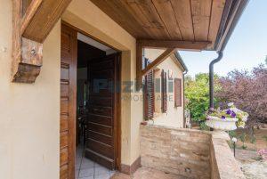 L'Agenzia Immobiliare Puziellipropone casale ristrutturato in vendita a Camporoton (43)
