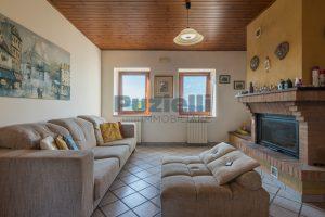 L'Agenzia Immobiliare Puziellipropone casale ristrutturato in vendita a Camporoton (46)