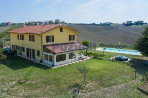 L'Agenzia Immobiliare Puzielliproponecasolare con piscina adibito ad attività ricettiva turistica (3)