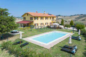 L'Agenzia Immobiliare Puzielliproponecasolare con piscina adibito ad attività ricettiva turistica (5)