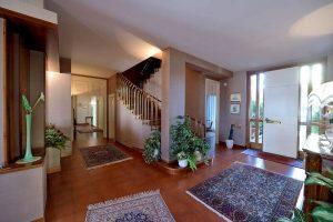 L'Agenzia Immobiliare Puzielliproponevilla frazionabile in tre unità immobiliare in vendita a Monte Urano (1)