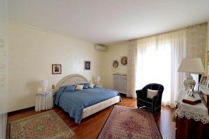 L'Agenzia Immobiliare Puzielliproponevilla frazionabile in tre unità immobiliare in vendita a Monte Urano (10)