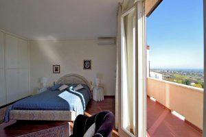 L'Agenzia Immobiliare Puzielliproponevilla frazionabile in tre unità immobiliare in vendita a Monte Urano (12)