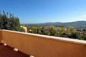 L'Agenzia Immobiliare Puzielliproponevilla frazionabile in tre unità immobiliare in vendita a Monte Urano (13)