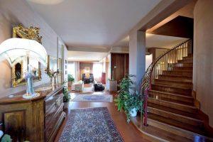 L'Agenzia Immobiliare Puzielliproponevilla frazionabile in tre unità immobiliare in vendita a Monte Urano (2)