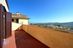 L'Agenzia Immobiliare Puzielliproponevilla frazionabile in tre unità immobiliare in vendita a Monte Urano (23)