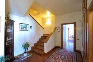 L'Agenzia Immobiliare Puzielliproponevilla frazionabile in tre unità immobiliare in vendita a Monte Urano (26)