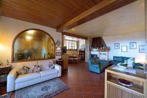 L'Agenzia Immobiliare Puzielliproponevilla frazionabile in tre unità immobiliare in vendita a Monte Urano (27)