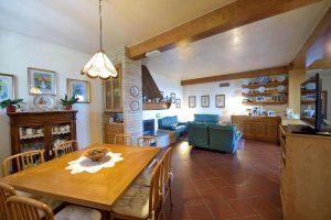 L'Agenzia Immobiliare Puzielliproponevilla frazionabile in tre unità immobiliare in vendita a Monte Urano (29)