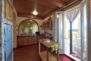 L'Agenzia Immobiliare Puzielliproponevilla frazionabile in tre unità immobiliare in vendita a Monte Urano (31)