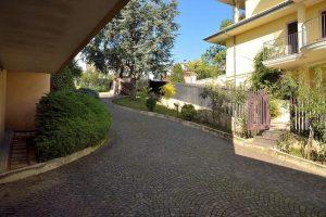 L'Agenzia Immobiliare Puzielliproponevilla frazionabile in tre unità immobiliare in vendita a Monte Urano (40)
