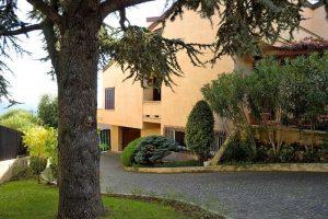 L'Agenzia Immobiliare Puzielliproponevilla frazionabile in tre unità immobiliare in vendita a Monte Urano (41)