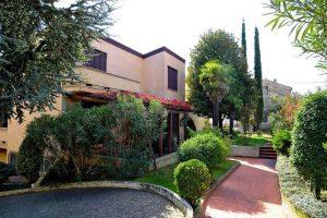 L'Agenzia Immobiliare Puzielliproponevilla frazionabile in tre unità immobiliare in vendita a Monte Urano (42)