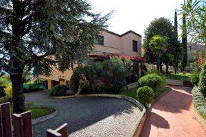 L'Agenzia Immobiliare Puzielliproponevilla frazionabile in tre unità immobiliare in vendita a Monte Urano (43)
