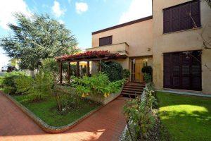 L'Agenzia Immobiliare Puzielliproponevilla frazionabile in tre unità immobiliare in vendita a Monte Urano (44)